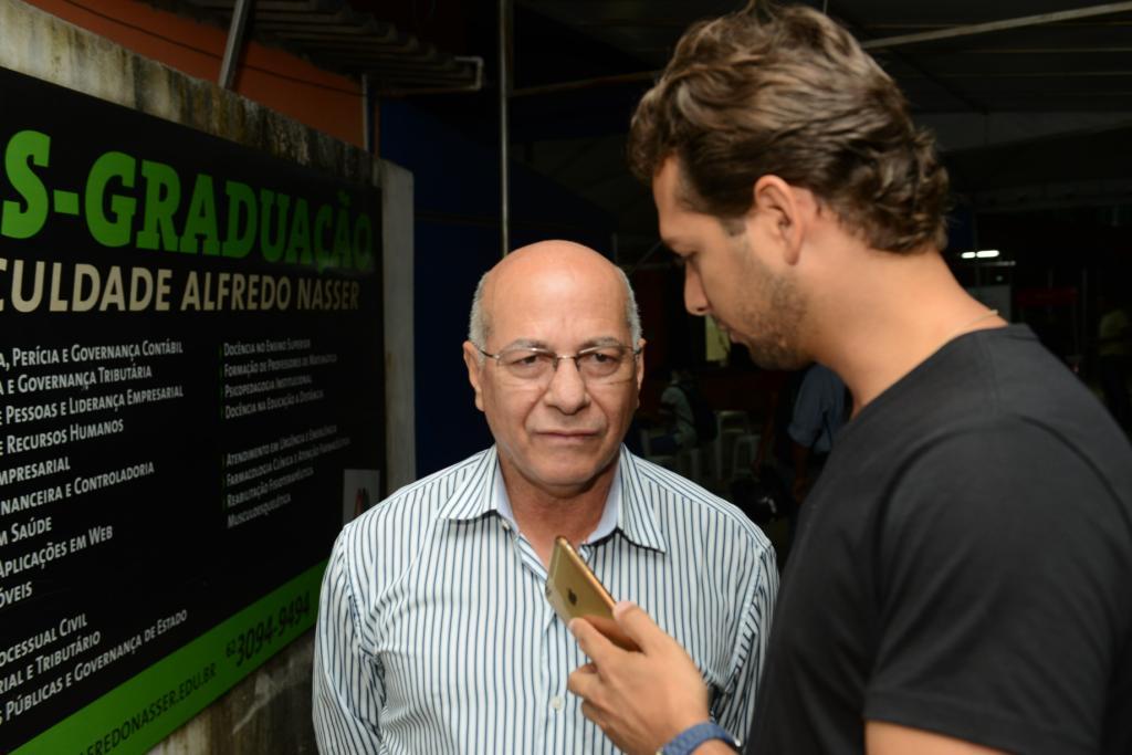 Professor Alcides contou com detalhes ao jornalista Guilherme Coelho sua trajetória de vida | Foto: Valdemy Teixeira