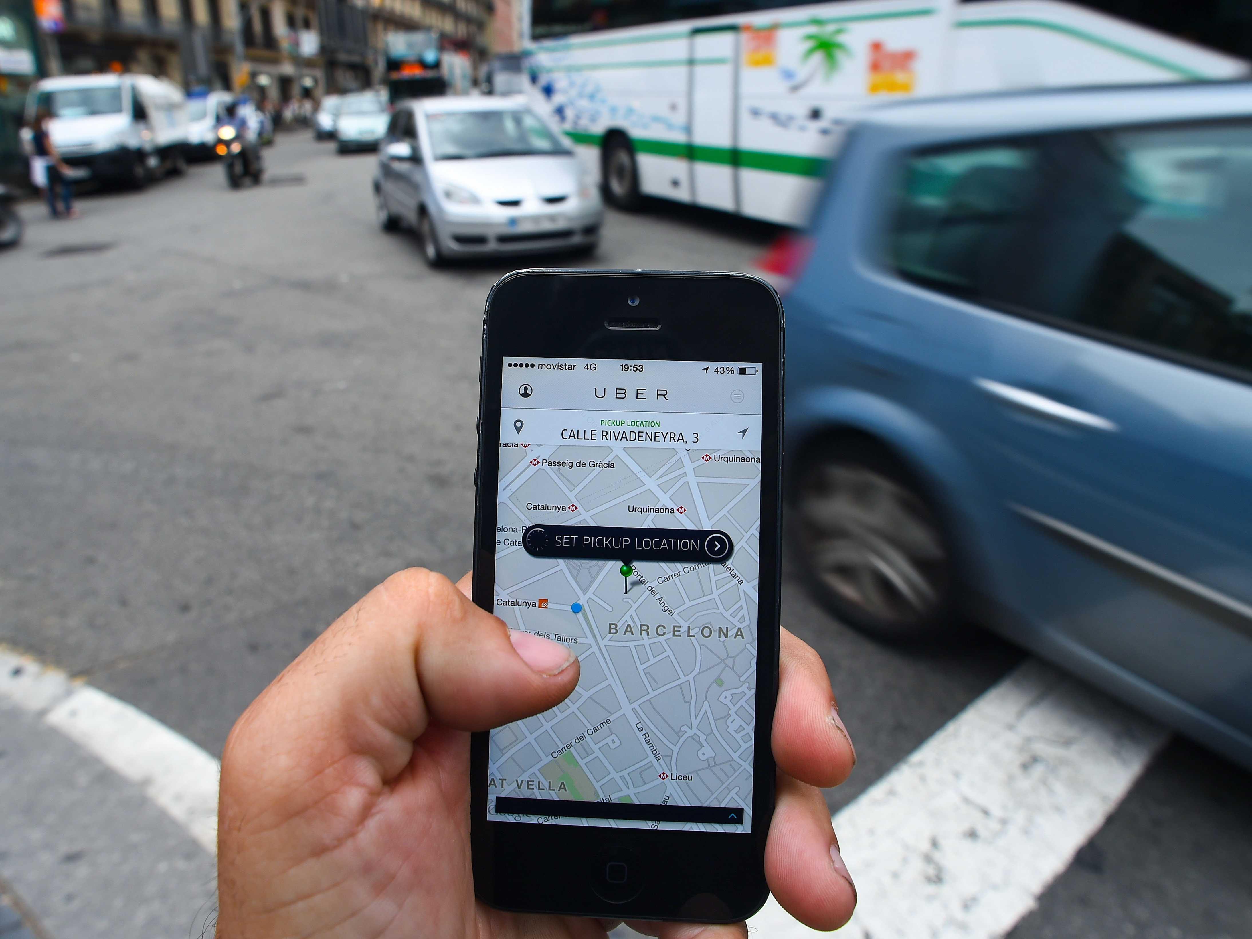 Motoristas do Uber se reuniram na manhã desta sexta-feira, 27, no anel interno da Praça Cívica | Foto: Ilustrativa