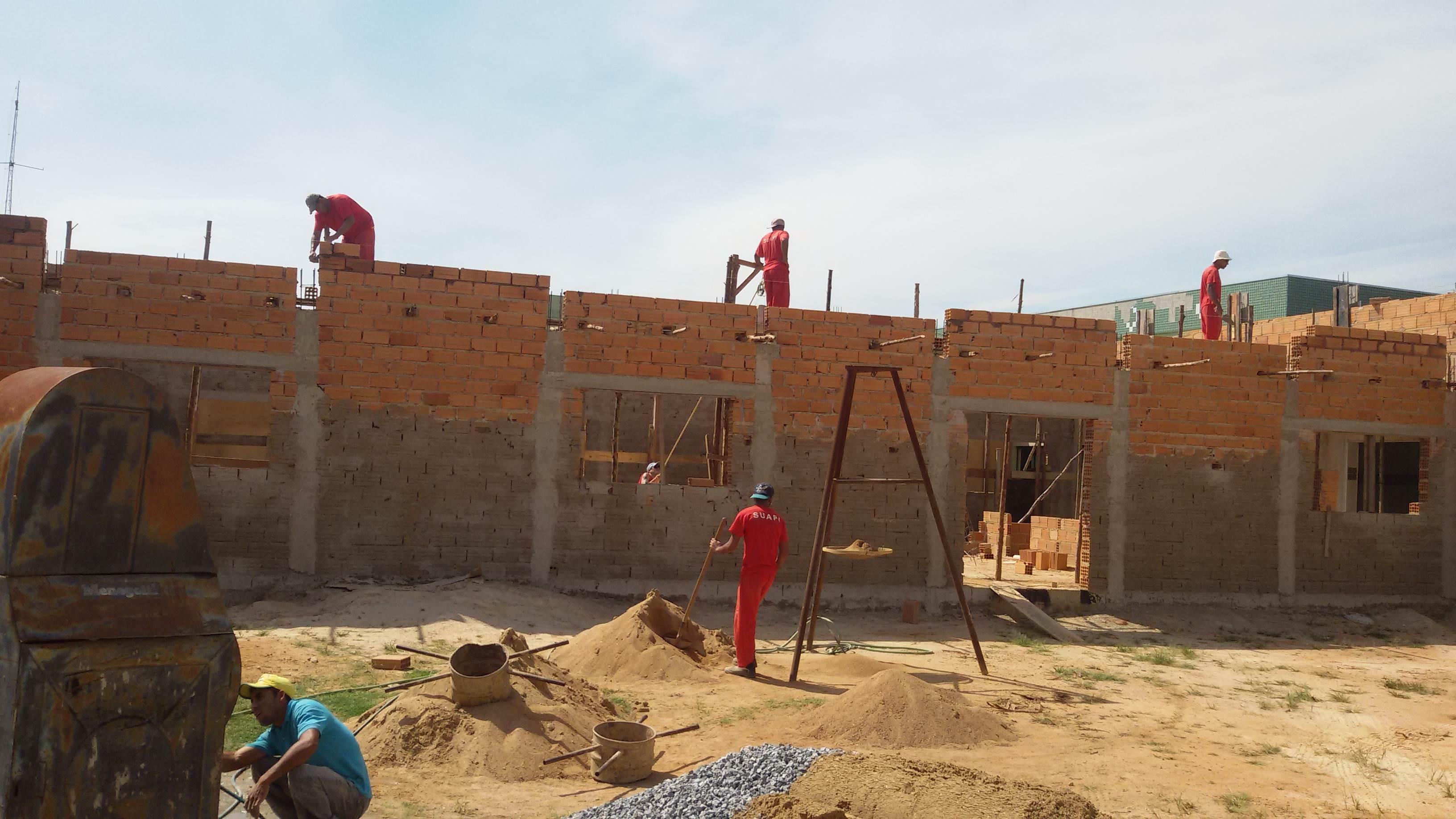 Detentos de Araxá (MG) trabalham em obras do Hospital Casa do Caminho   Foto: Ilutrativa/Seds