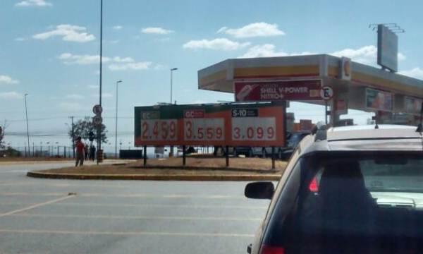 Posto pratica preços de combustíveis sem o reajuste da última segunda-feira, 7 | Foto: Marco Faleiro