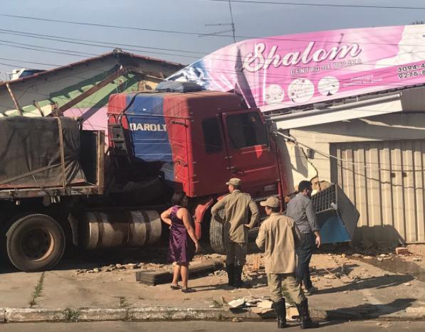 Salão de beleza foi destruído no acidente   Foto: Divulgação