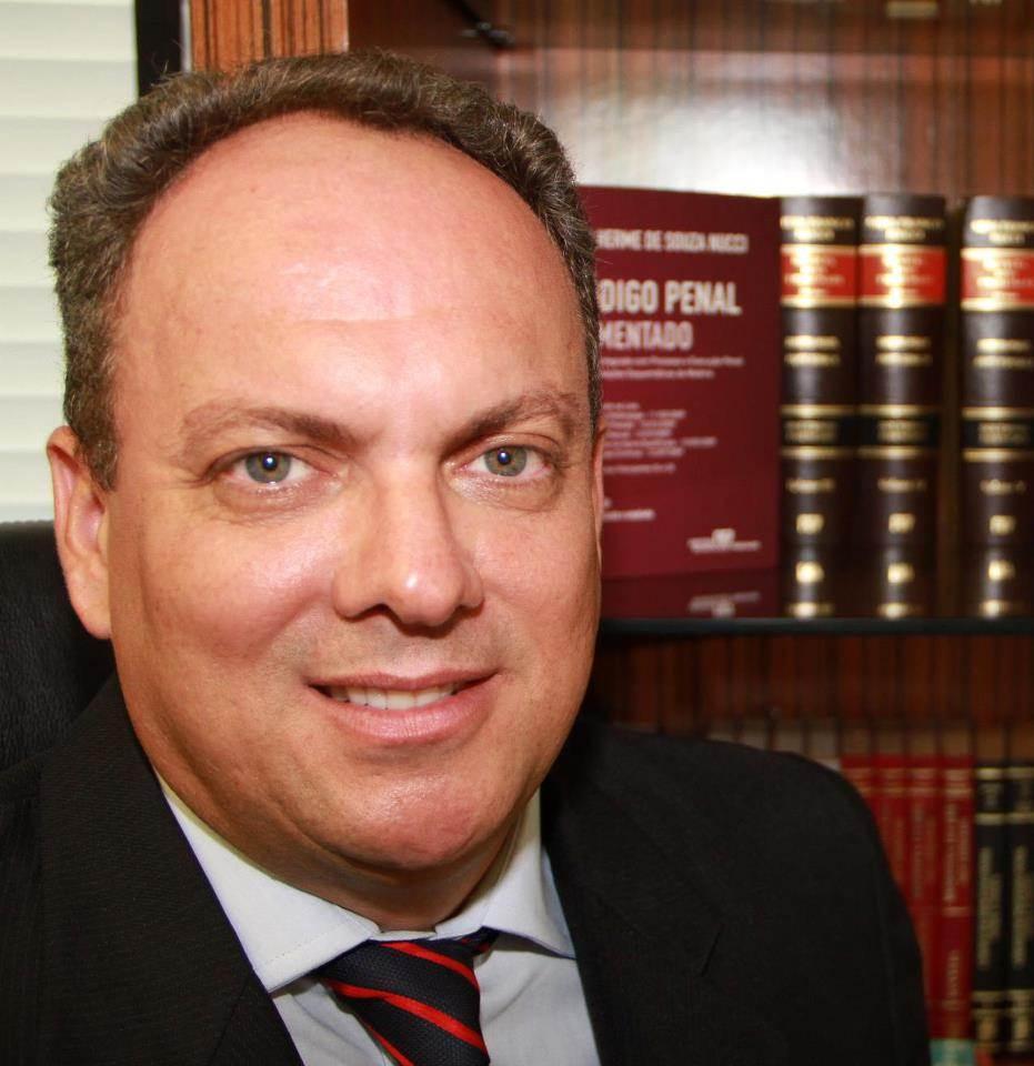 Alex Neder é advogado criminalista e consultor jurídico, pós-graduado em direito penal e processo penal, direito público e ciências penais | Foto: Arquivo Pessoal
