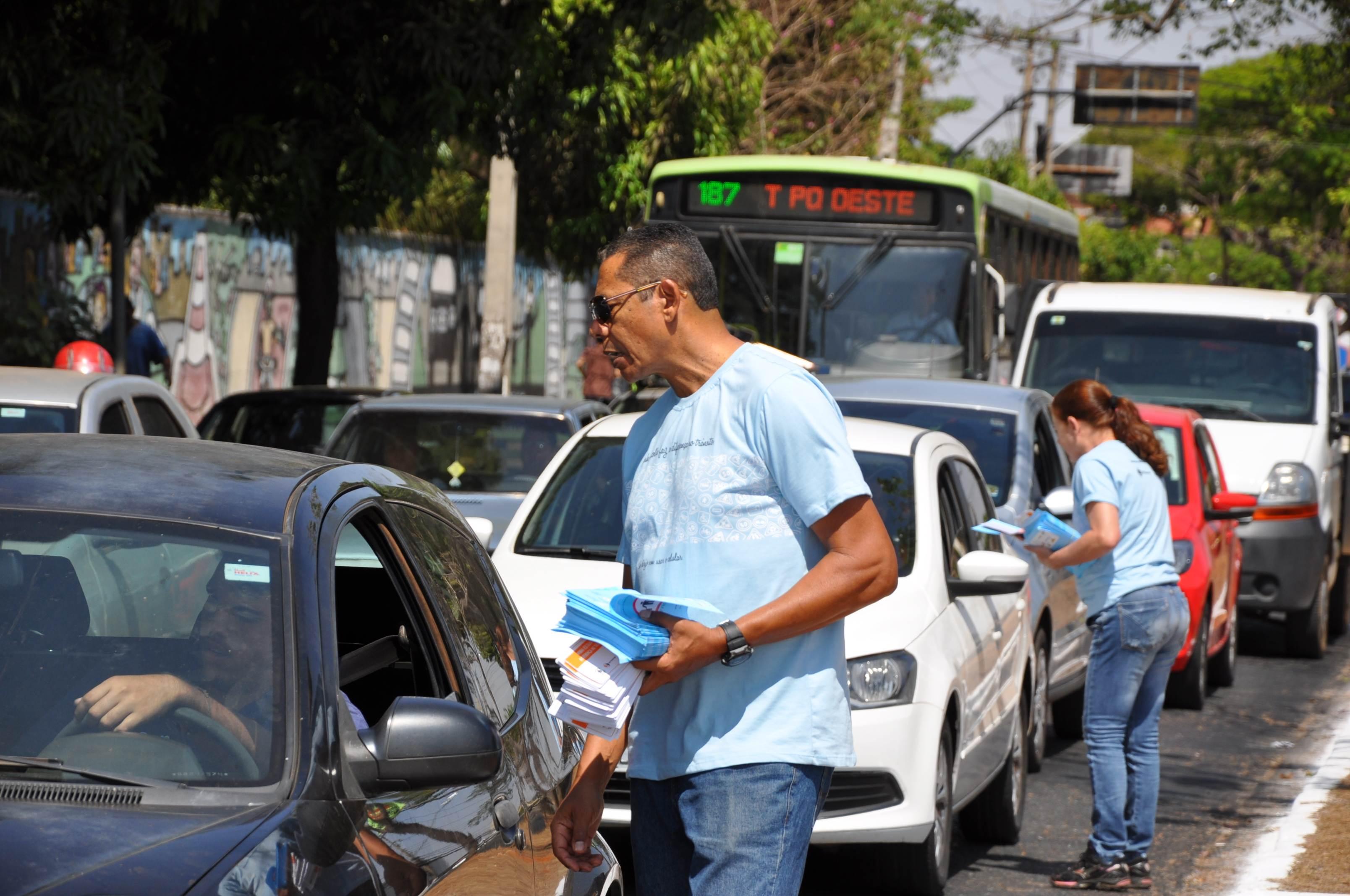 Também foi realizada uma blitz educativa no local | Foto: Divulgação / Detran-GO