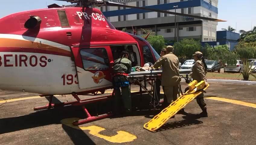 Corpo de Bombeiros usou helicóptero para realizar atendimento do adolescente   Foto: Divulgação / CBMGO