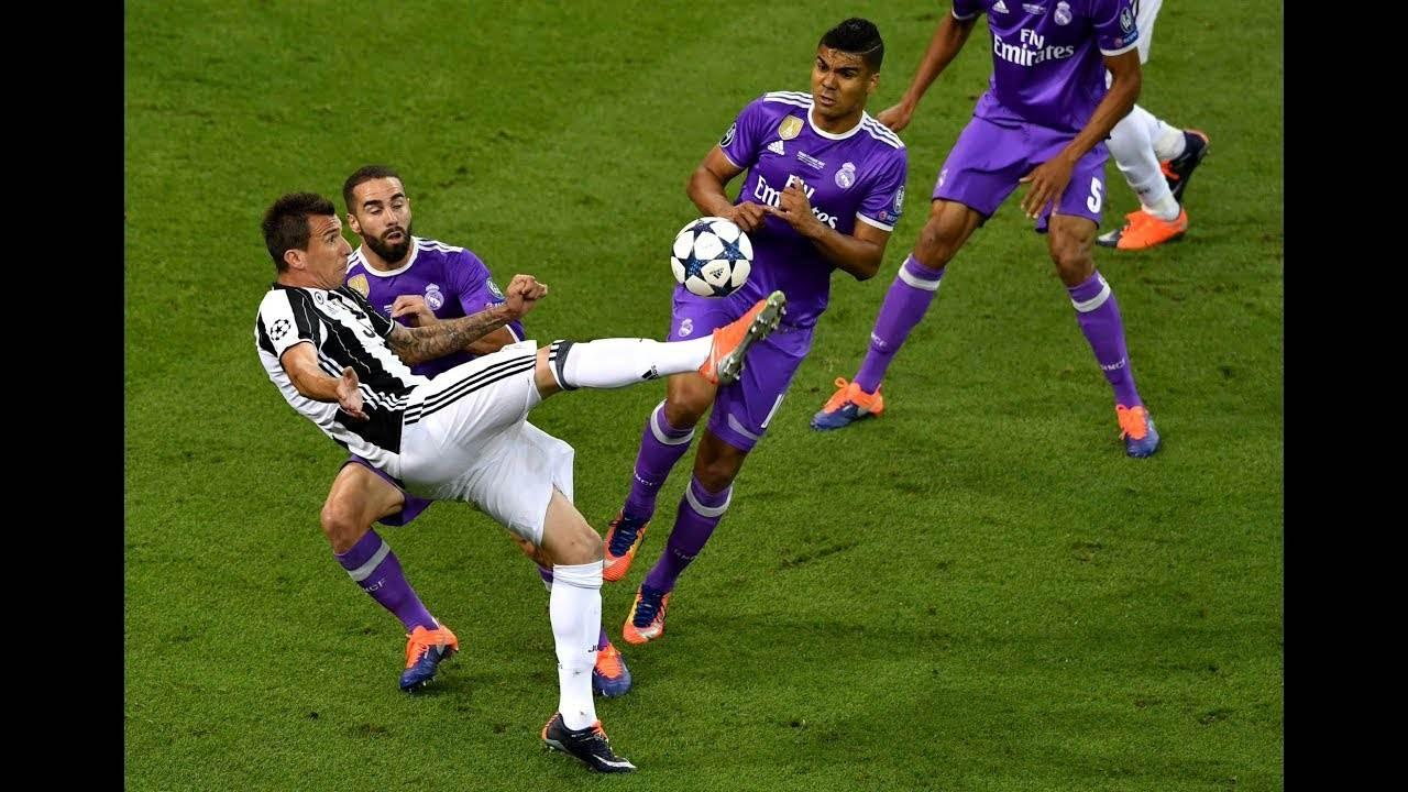 Gol de Mandzukic, pelo Juventus, é um dos que concorre ao mais bonito da temporada no Prêmio Puskás | Foto: Reprodução