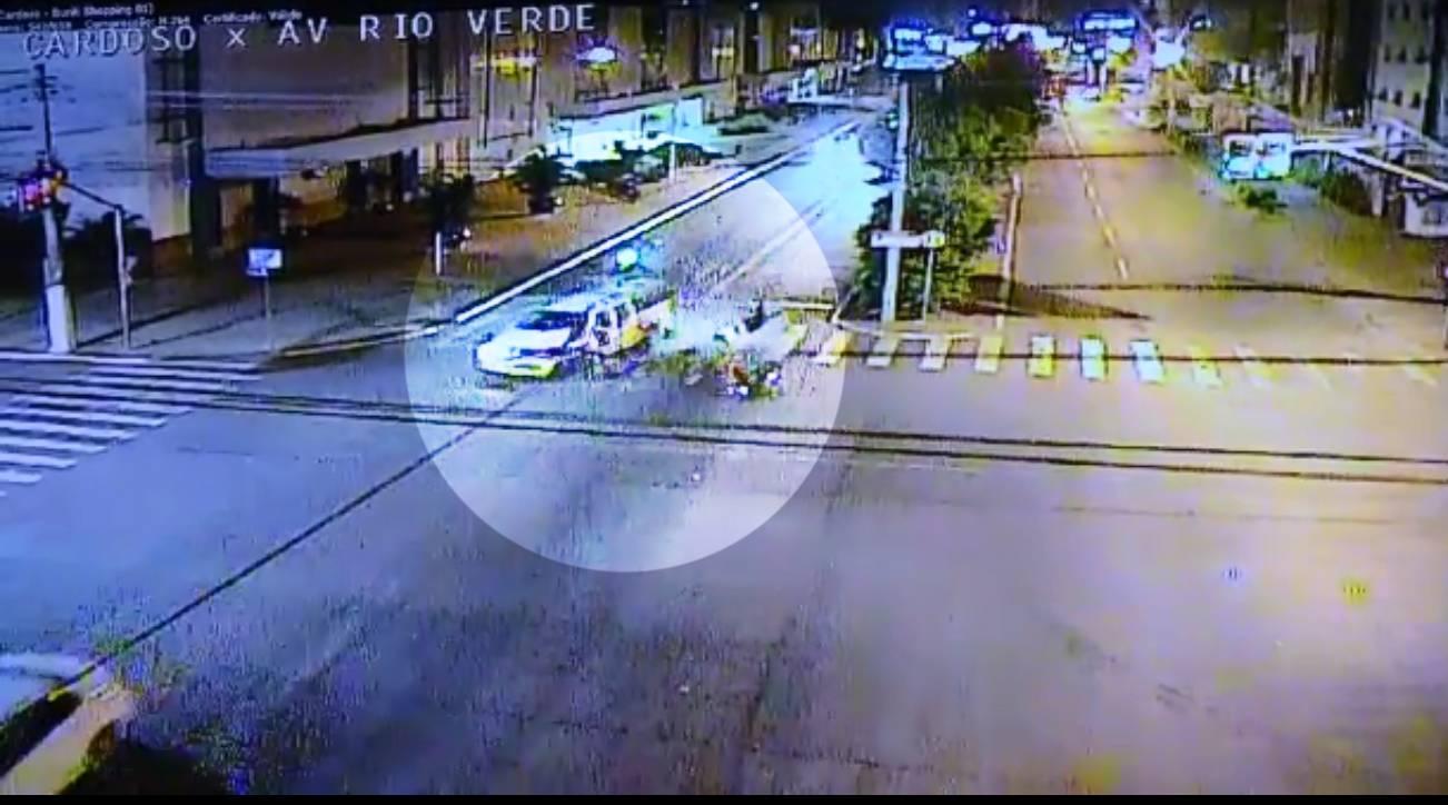 Mãe e filha são atropeladas por bêbado e arremessadas a 80 m na Av. Rio Verde | Foto: Reprodução