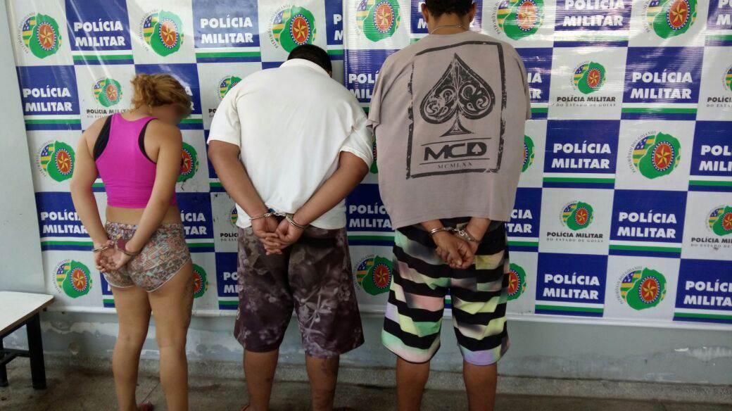 Dois homens e uma menor de idade foram detidos pela PM e encaminhados para a Central de Flagrantes | Foto: Divulgação / PMGO