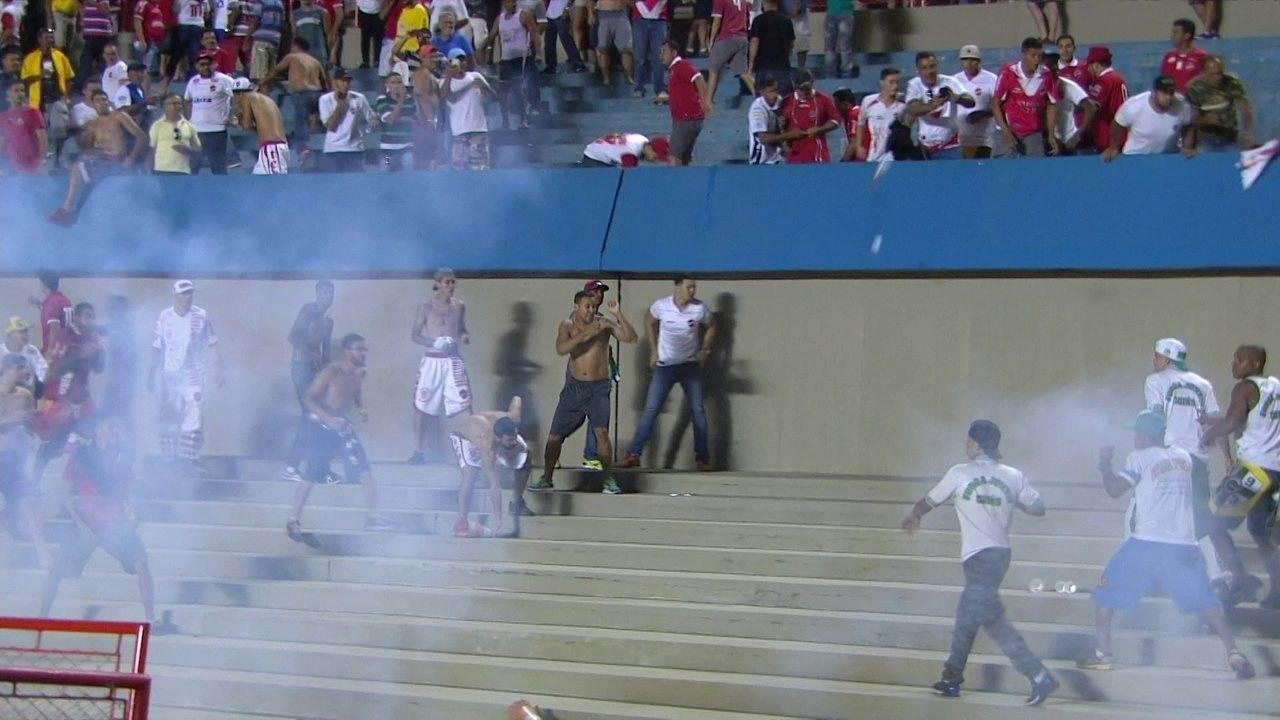 Briga entre torcedores do Goiás e do Vila Nova em junho de 2017 gerou perdas de mando de campo para as equipes | Foto: Reprodução