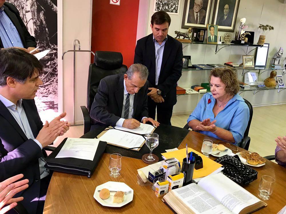 A pedido de Iris e com intermédio de Lúcia Vânia, Usina de Asfalto será instalada em Goiânia | Foto: Paulo José