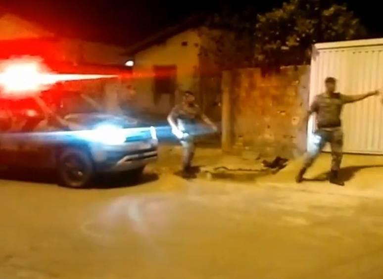 Perseguição do Choque a suspeitos de roubo no Setor Vila Moraes, em Goiânia | Foto: Leitor / WhatsApp