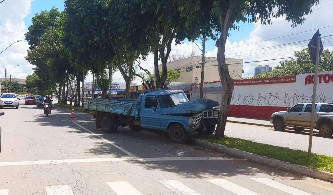 Acidente no Jardim América deixa camionhenete danificada   Foto: Folha Z