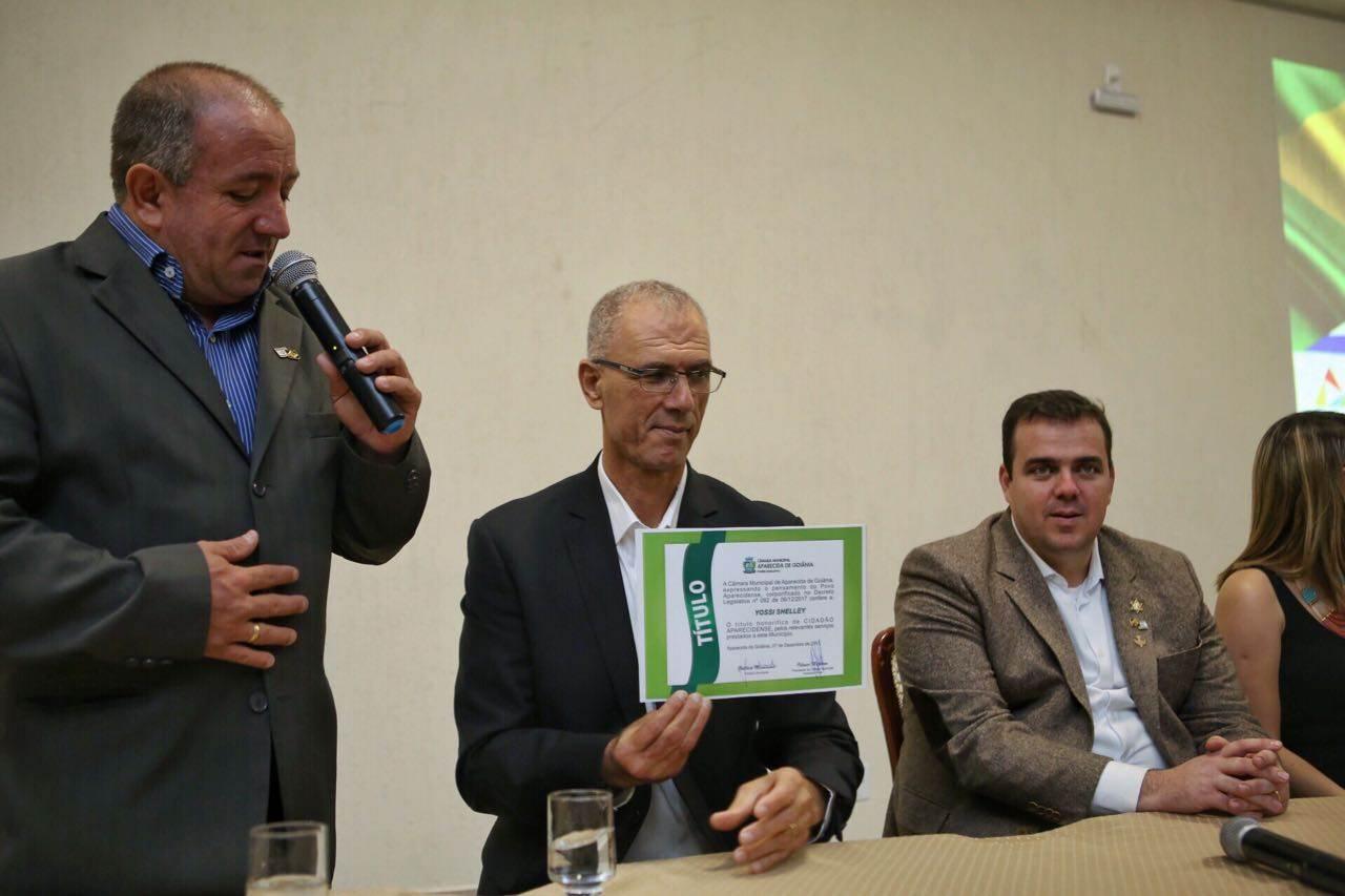 Embaixador de Israel, Yossi Shelley, recebe título de cidadão aparecidense | Foto: Reprodução/ Câmara de Aparecida