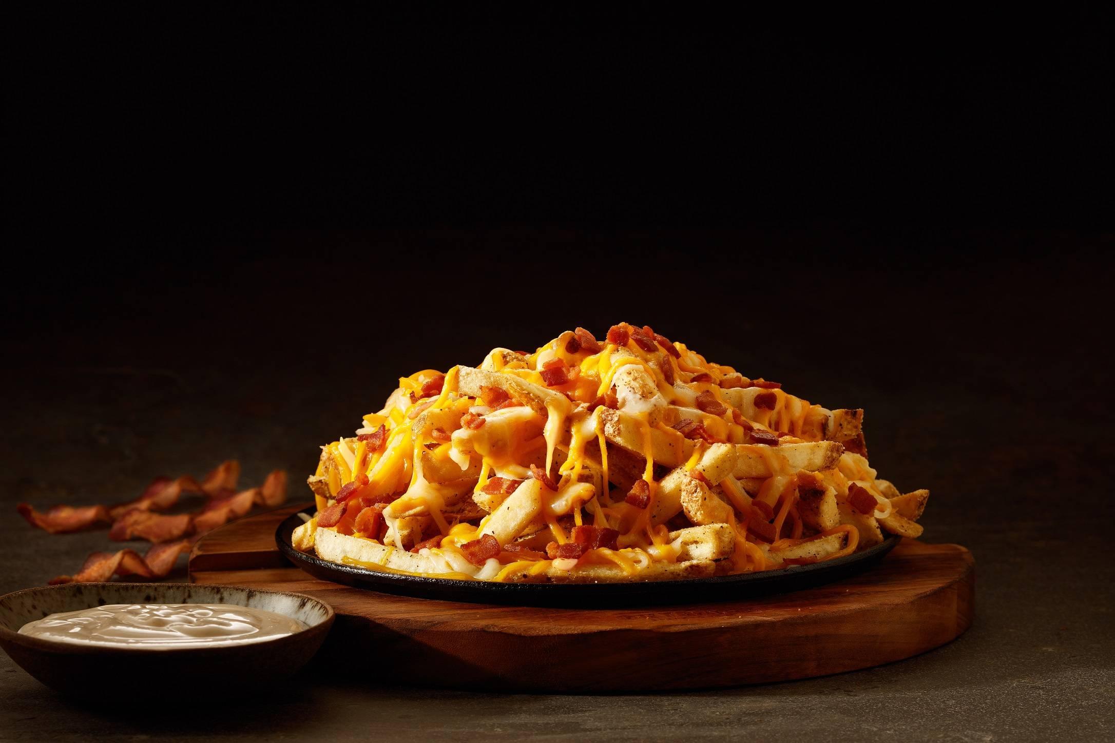 Em Goiânia, Outback vai dar Aussie Cheese Fries, famosa porção de batata frita coberta com mix de queijos e bacon | Foto: Divulgação
