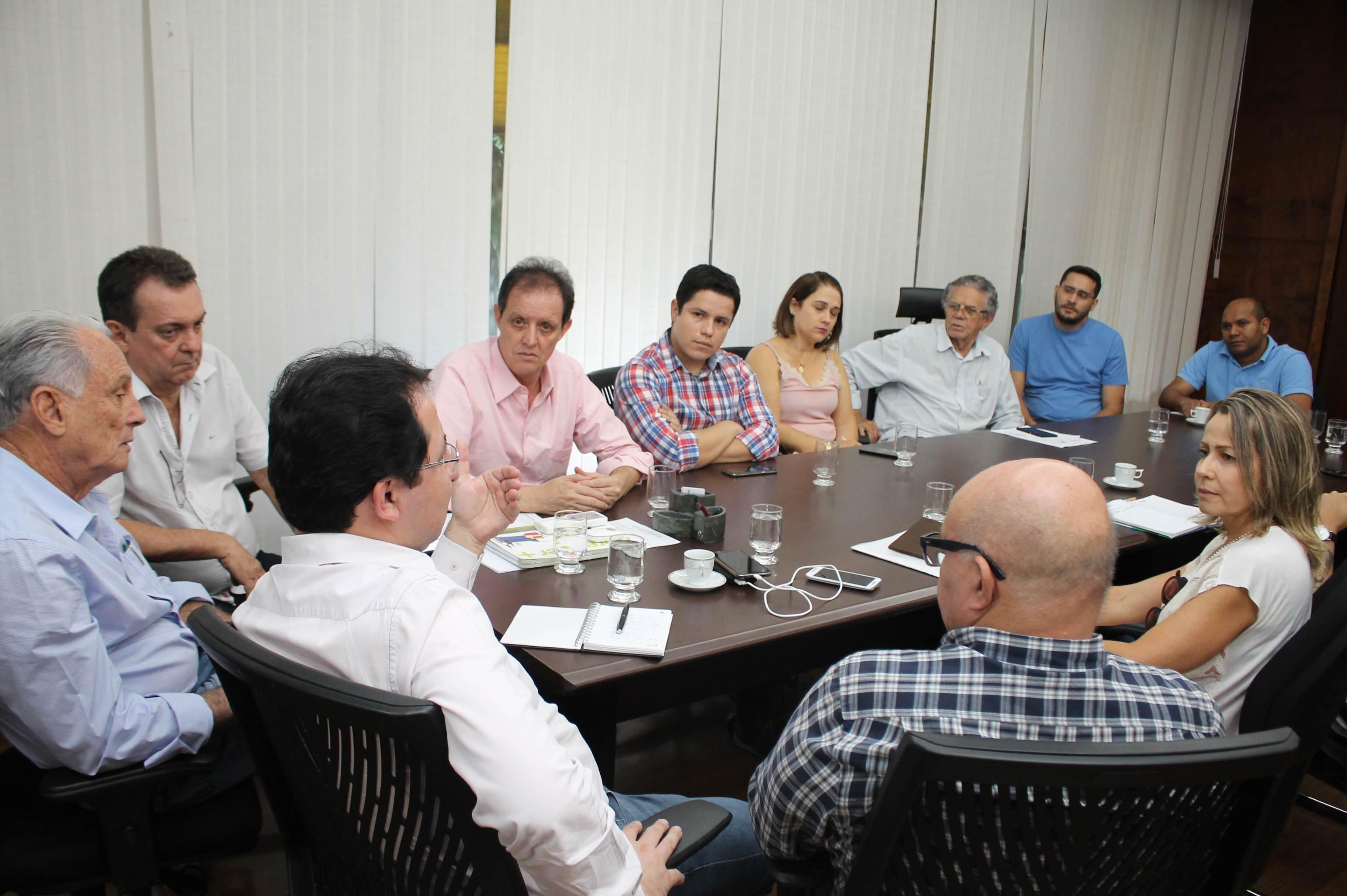 Secretaria de Educação, Cultura e Esporte (Seduce Goiás) recebeu representantes da Confederação Brasileira de Basketball (CBB) e da Federação Goiana de Basquete (FGB) | Foto: Divulgação / Seduce
