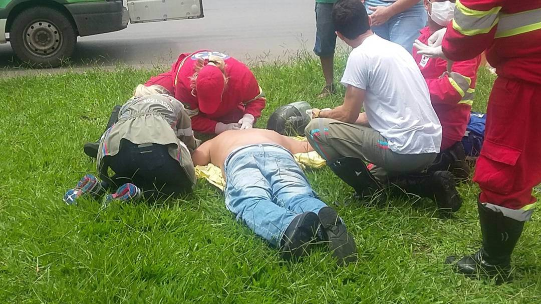 Motociclista é atingido por carreta e fratura costela no Jardim Guanabara, em Goiânia   Foto: Anna Carolina Pimenta