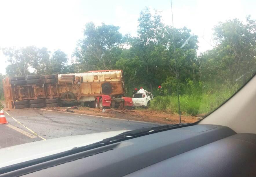 Via foi interditada entre Anápolis e Goiânia após capotamento na BR-153   Foto: Leitor / WhatsApp
