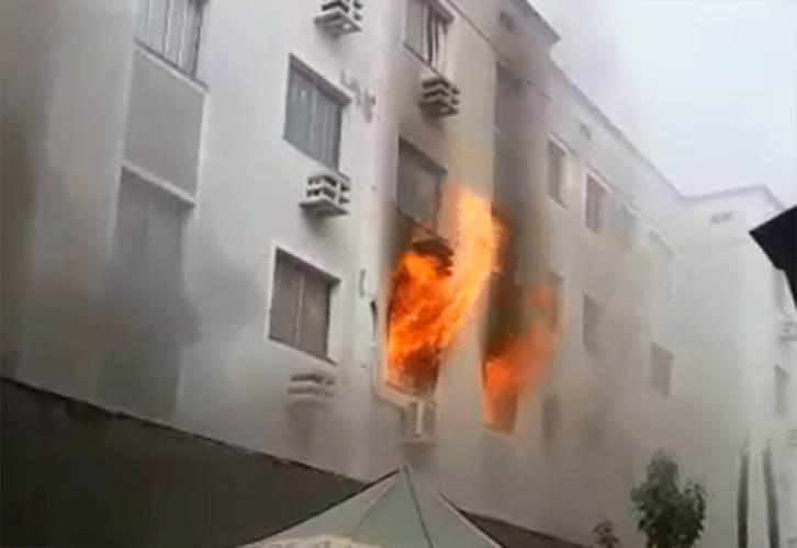 Incêndio consome apartamentos em prédio em Aparecida de Goiânia | Foto: Leitor / WhatsApp