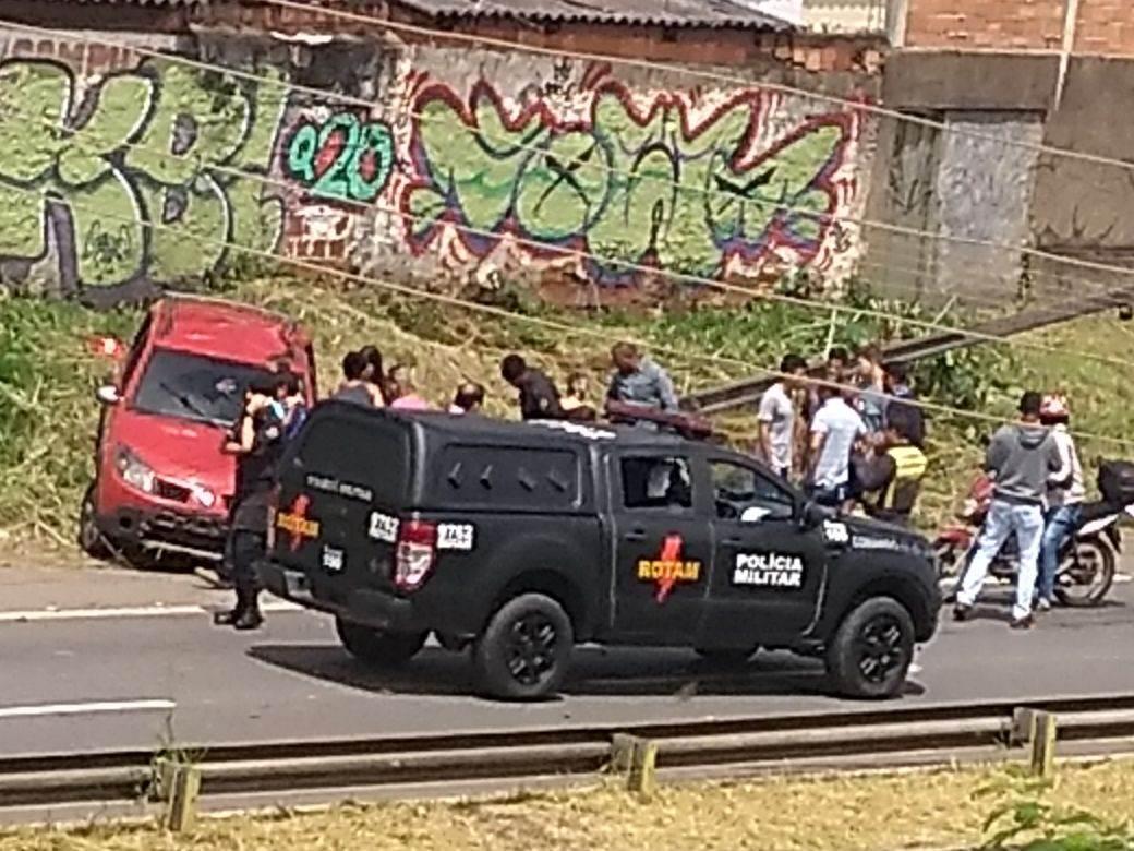 Policiais da Rotam ajudaram no socorro | Foto: leitor Roosevelt De Sousa