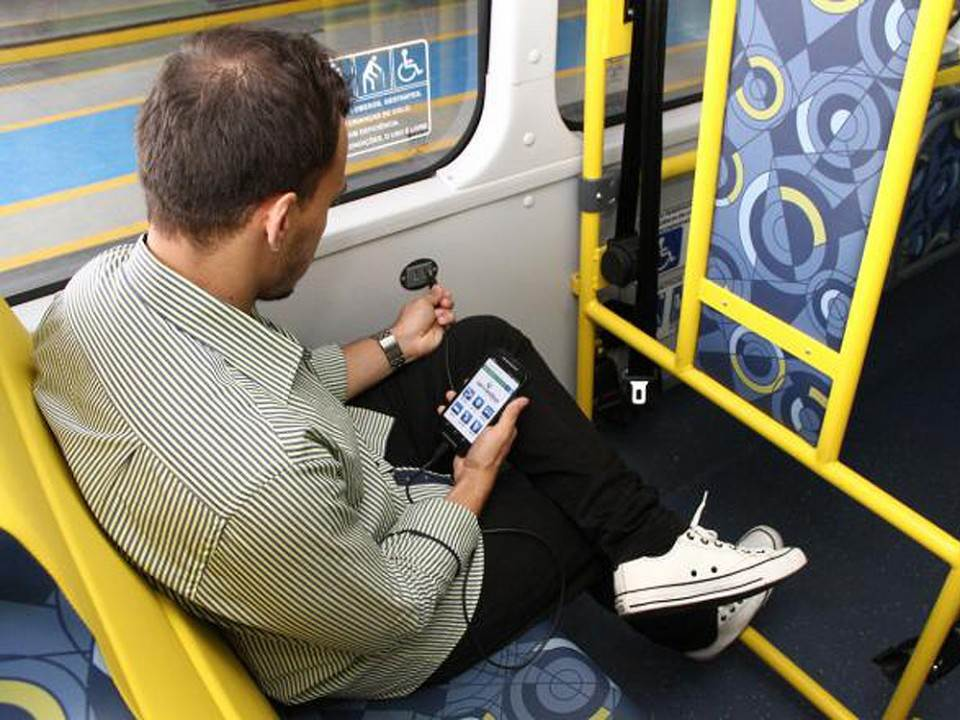 Tomadas em ônibus de Goiânia podem ser obrigatórias caso proposta seja aprovada | Foto: Ilustrativa