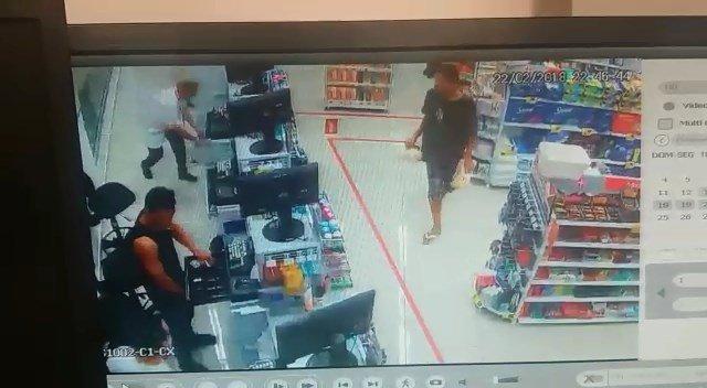 Assaltantes rendem funcionários e roubam farmácia na Avenida T-7 | Foto: Reprodução/ Câmera de Segurança