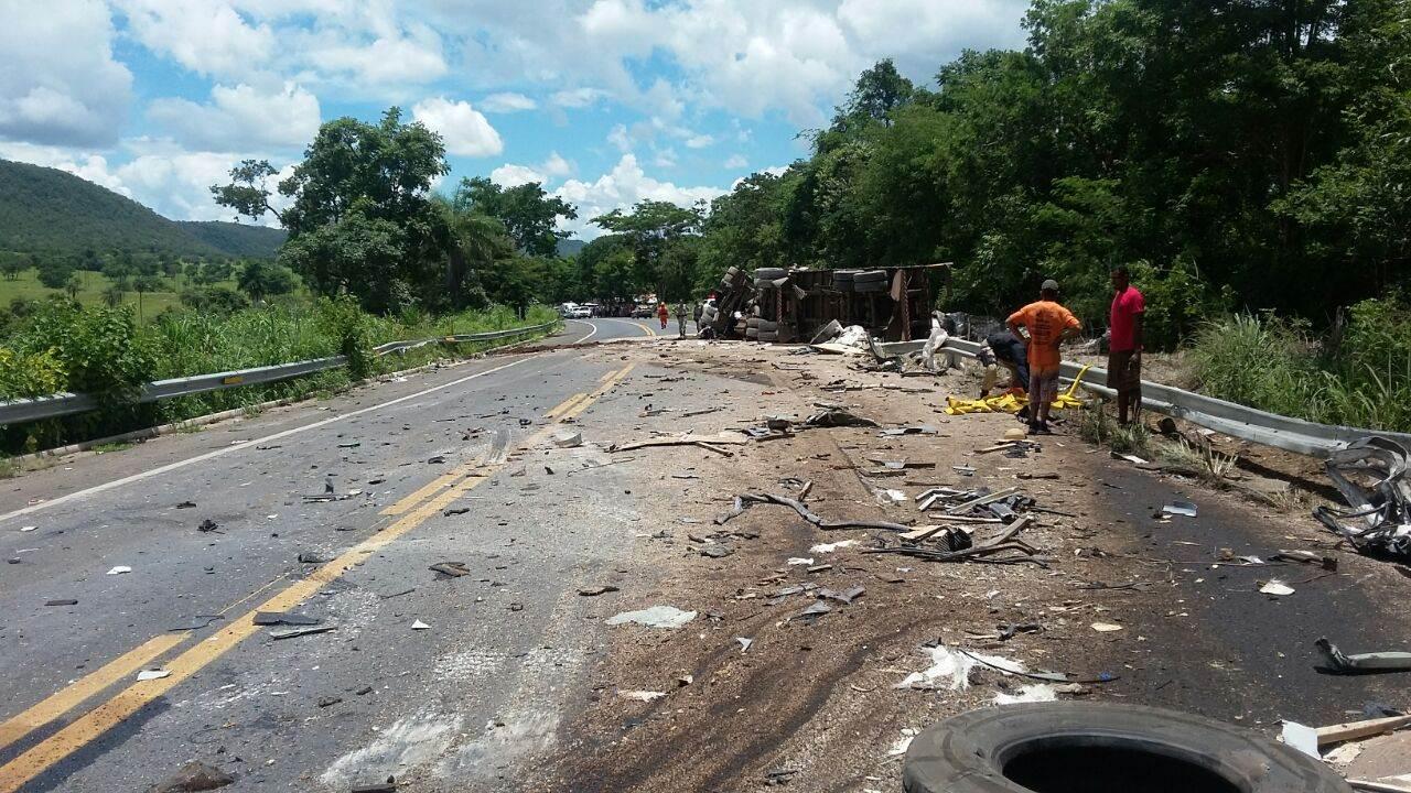 Oito morrem após acidente com ônibus que seguia para Goiânia | Foto: PRF