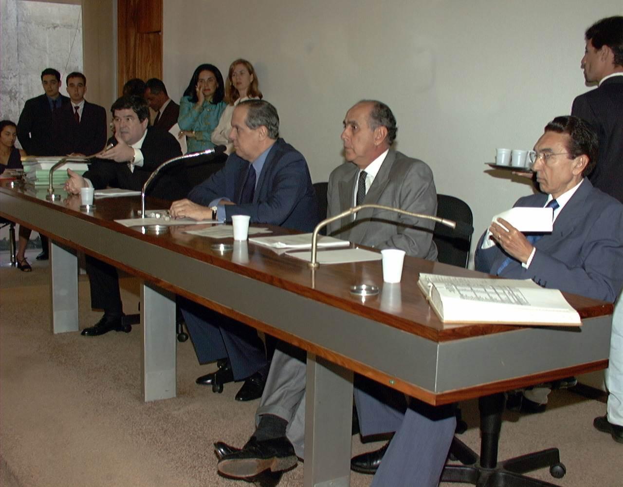 Senadores Sérgio Machado, Pedro Piva, Mauro Miranda e Edson Lobão na Comissão de Assuntos Econômic (CAE)   Foto: Reprodução