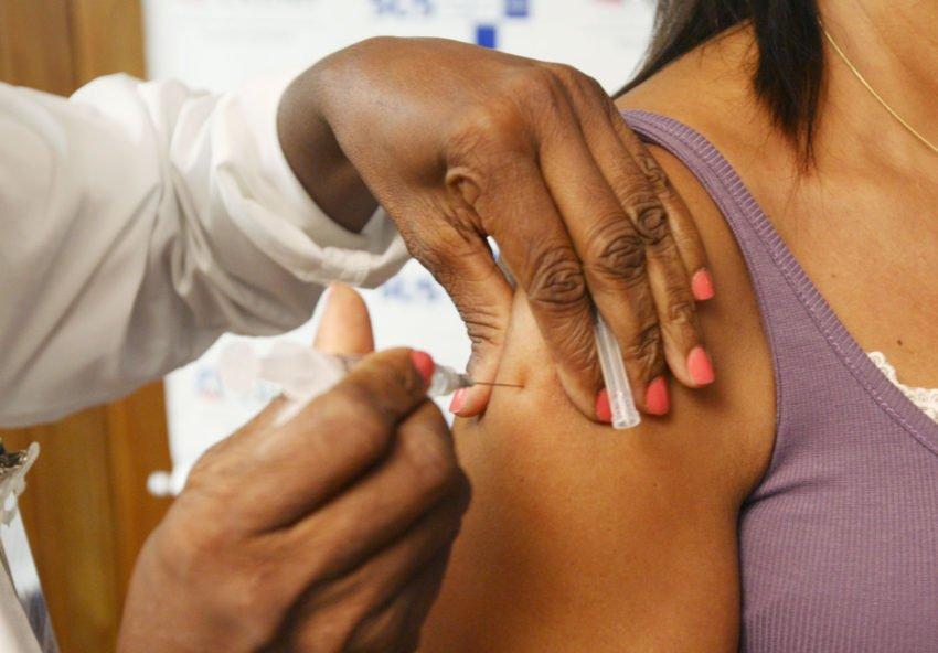Veja como obter o certificado internacional de vacinação | Foto: Manu Dias/ AGECOM