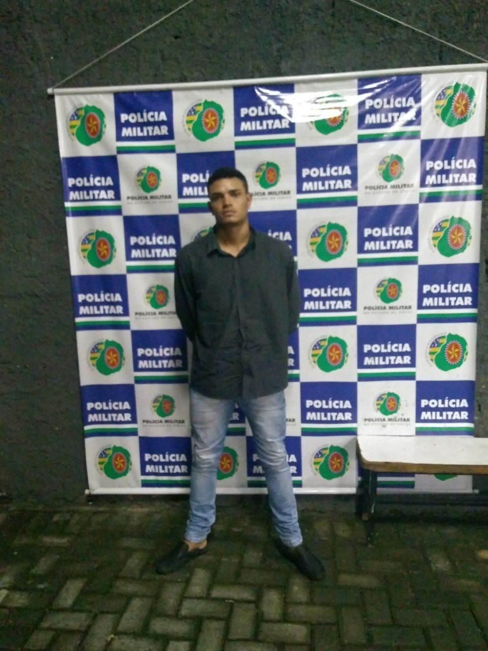 Wallace Pereira dos Santos foi preso pela PM tendo em sua posse 13 aparelhos celulares das marcas Motorola, LG e iPhone | Foto: Divulgação/ PM