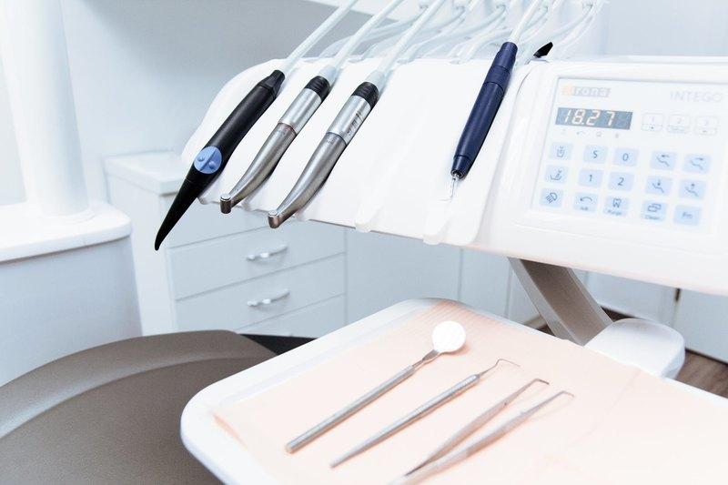 Trabalho de profissional é sempre mais confiável do que procedimentos caseiros para clarear os dentes encontrados na internet | Foto: Reprodução