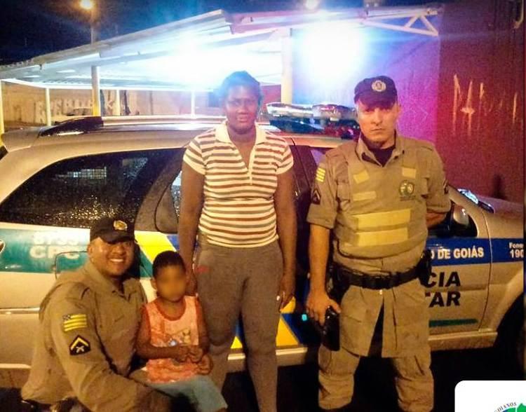PM resgata criança perdida e a ajuda a encontrar a mãe em Goiânia | Foto: Divulgação/ PMGO