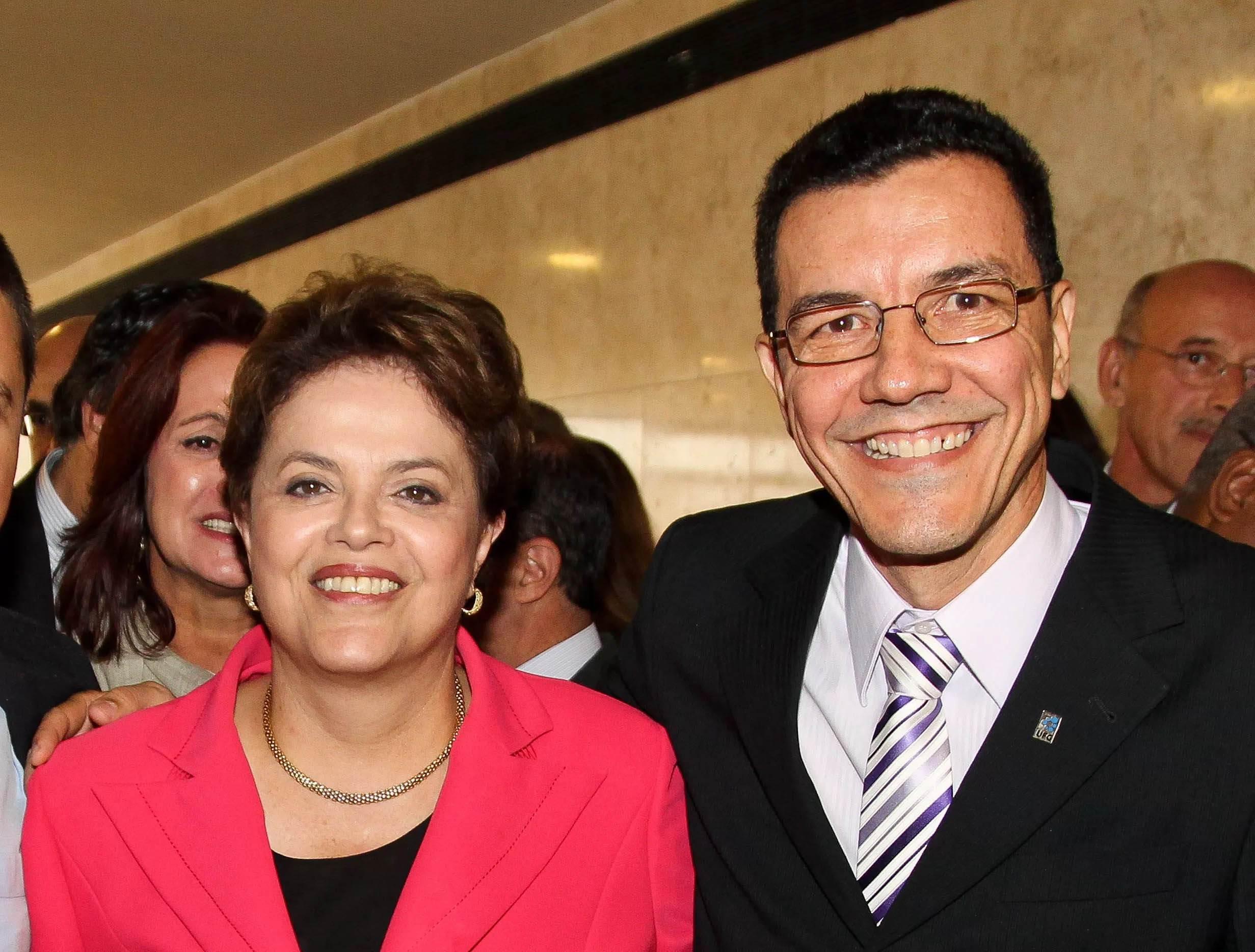 Curso 'Golpe de 2016' na UFG deve ser suspenso de imediato, pede MPF. Na foto, ex-presidente Dilma Rousseff e atual reitor da UFG Edward Madureira | Foto: Reprodução