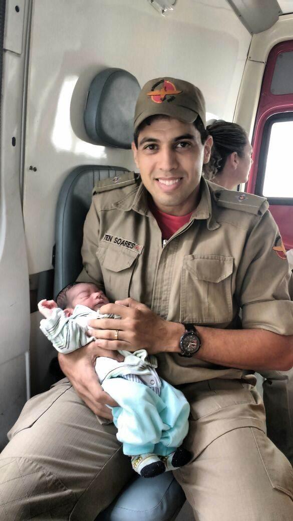 Bombeiros resgataram recém-nascido em lixeira na tarde desta quarta-feira, 18 | Foto: Divulgação/ CBMGO