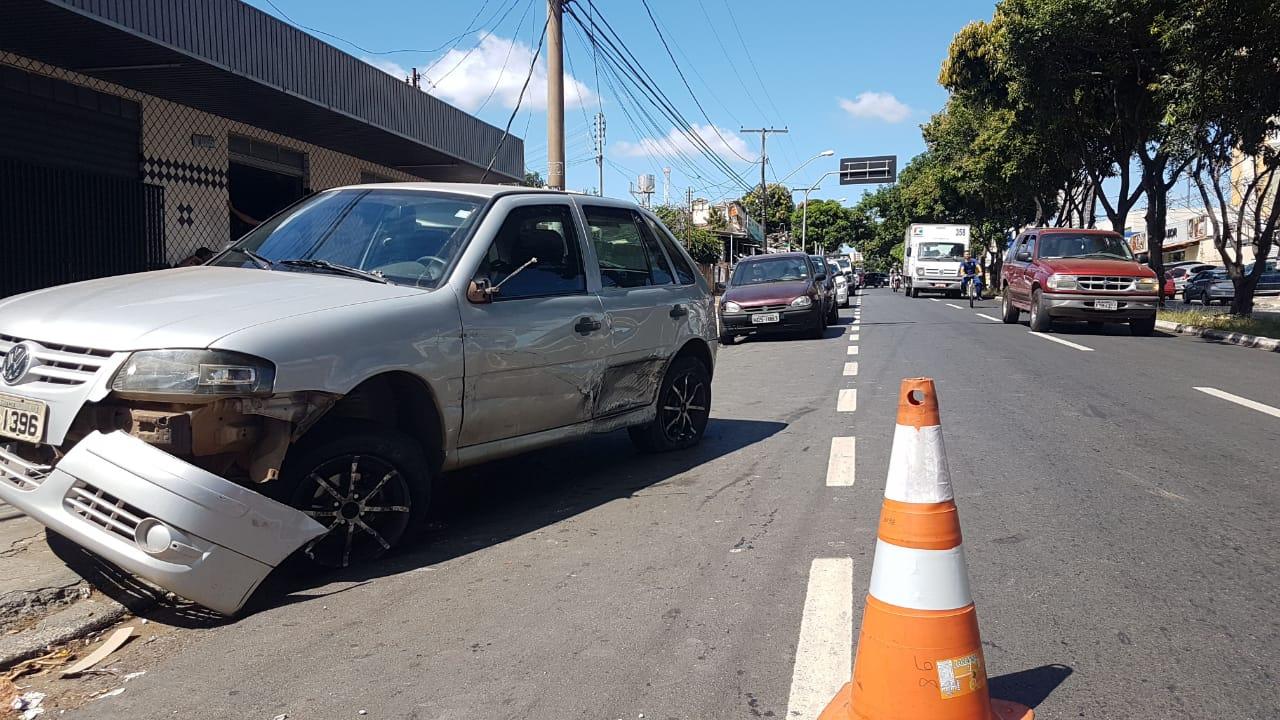 Gol foi o primeiro atingido pelo caminhão | Foto: Guilherme Coelho/Folha Z