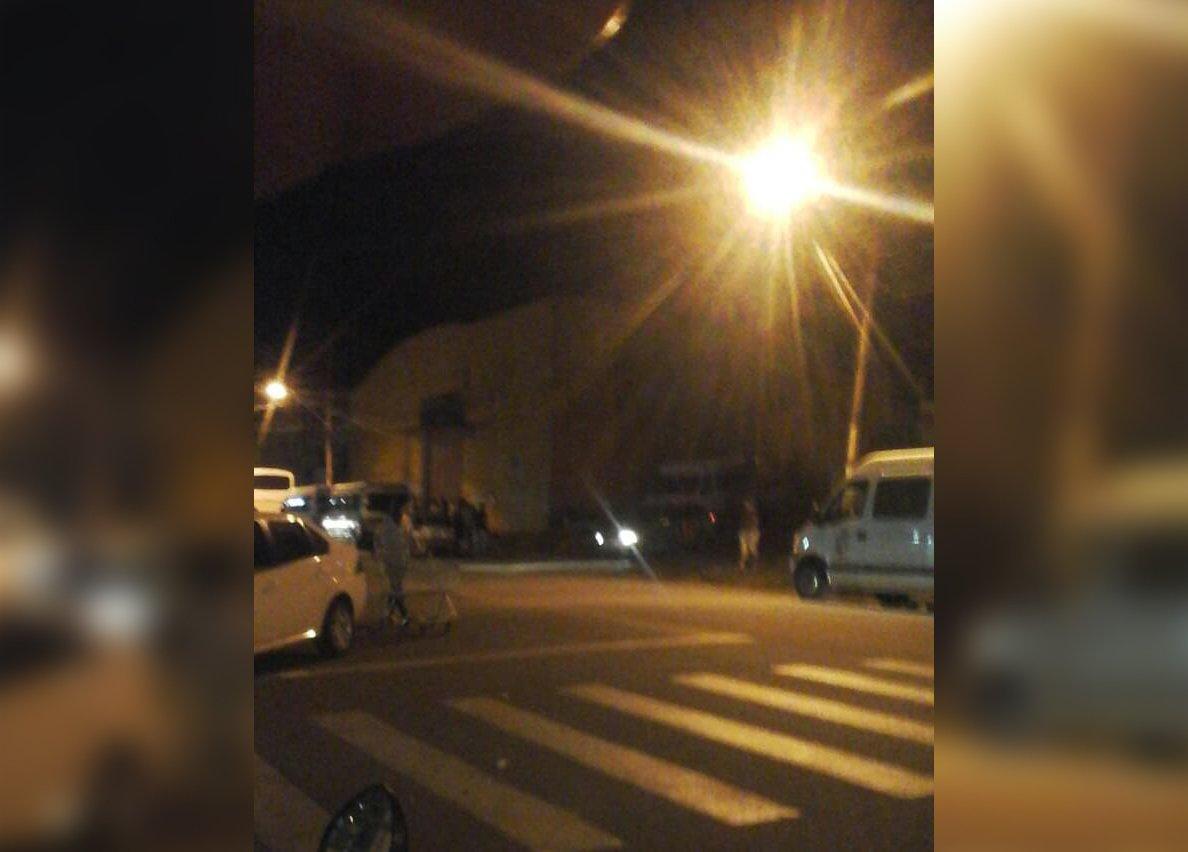 Motorista de van que transportava alunos universitários reage a assalto em Anápolis e é baleado | Foto: Leitor/Whatsapp