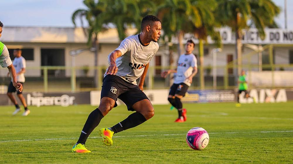 O lateral-esquerdo Ernandes, que já tem passagens pela Atlético goiano | Foto: Divulgação/Cearasc.com