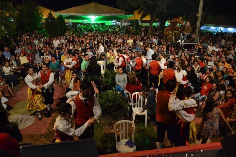 Foliões se divertem entre as atrações do Festival Gastronômico de Nova Veneza | Foto: Reprodução