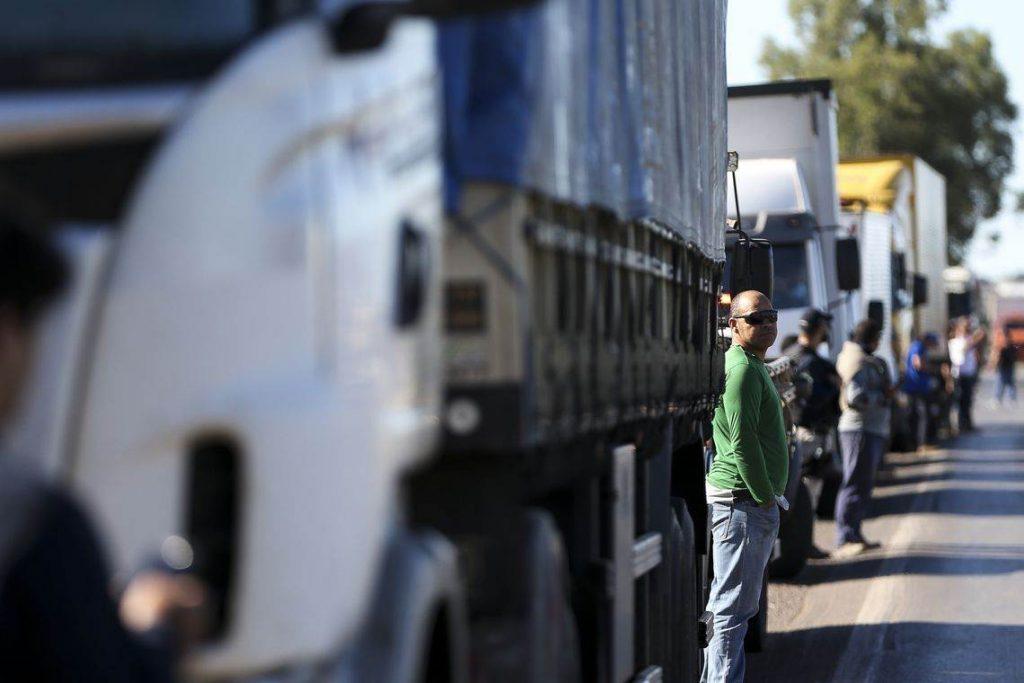 Caminhoneiros fazem protesto contra a alta no preço dos combustíveis. Ação pode gerar desabastecimento em Goiânia | Foto: Marcelo Camargo/Agência Brasil