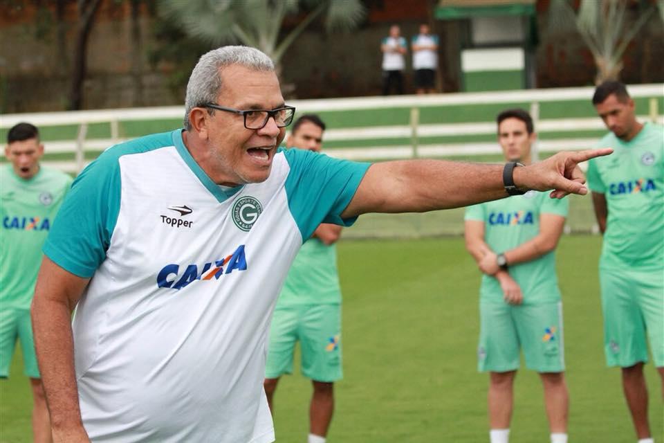 Hélio irrita-se com protesto da torcida: 'Não trabalho com apadrinhamento' | Foto: Rosiron Alves/GEC