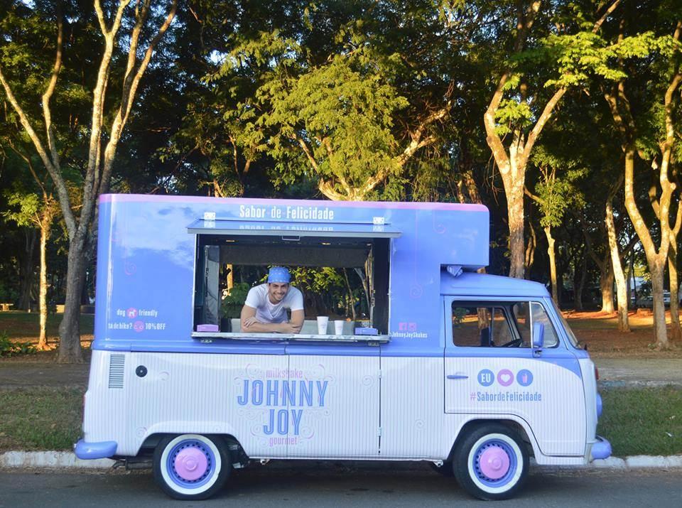 A kombi de milk-shake da Johnny Joy, que circula pelas ruas de Goiânia e estacionará no festival de hambúrguer no Buriti Shopping | Foto: Reprodução