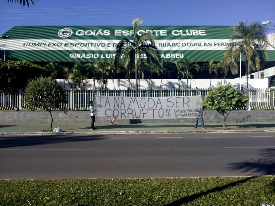 Com protesto marcado para amanhã, torcedores do Goiás querem saída da diretoria e fim dos maus resultados | Foto: Divulgação/Redes Sociais