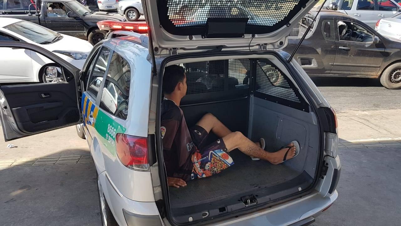 Com 28 anos, ele foi preso em flagrante após roubar dentro de um ônibus no Jardim América | Foto: Folha Z