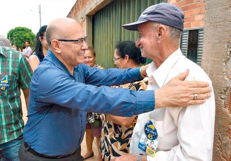 Alcides em campanha para prefeito de Aparecida em 2016 | Foto: Reprodução