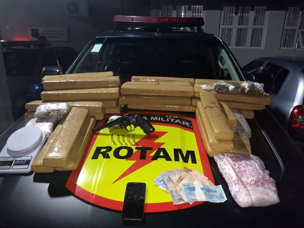 Polícia encontrou 45 kg de maconha no Jd América | Foto: Divulgação/PM