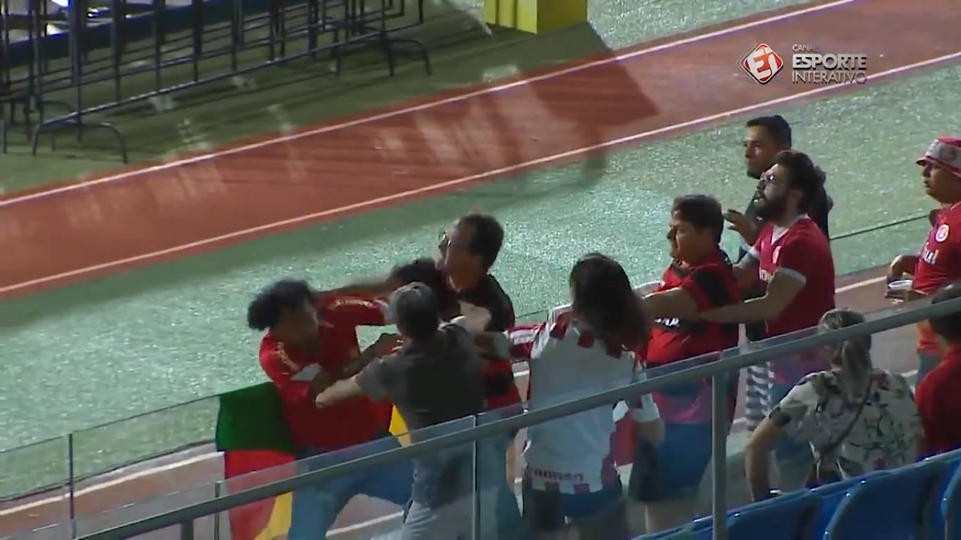 Torcedores do Atlético-GO protagonizaram cenas lamentáveis em jogo do Brasileirão de Aspirantes | Foto: Reprodução/Esporte Interativo