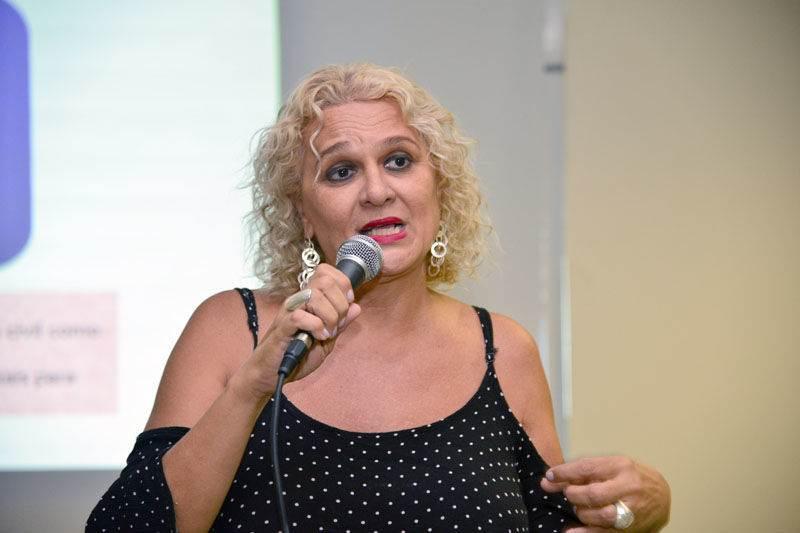 A psicóloga Beth Fernandes está na organização da Parada LGBT+ de Goiânia 2018 | Foto: Reprodução