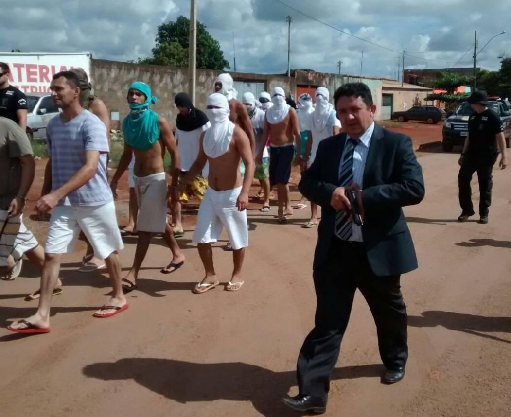 Delegado Cristiomário (PSL) em caminhada durante transferência presos em Planaltina, em 2015 | Foto: Reprodução