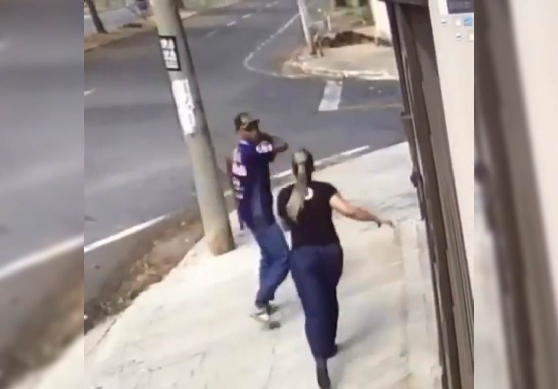 Vídeo registra fotógrafa sendo assaltada à faca no Jardim América | Foto: Reprodução