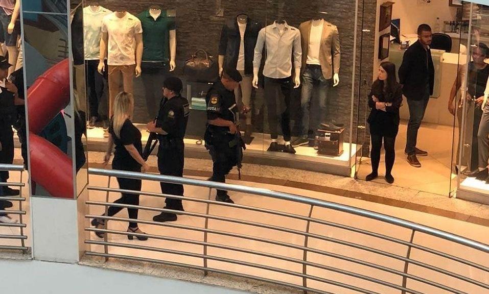 Ladrões invadem shopping | Policiais colhem informações