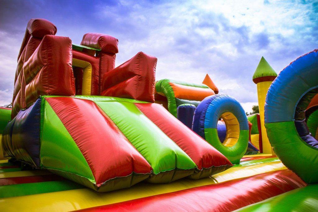 Maior parque inflável da América Latina ficará no estacionamento do Buriti Shopping até agosto | Foto: Reprodução