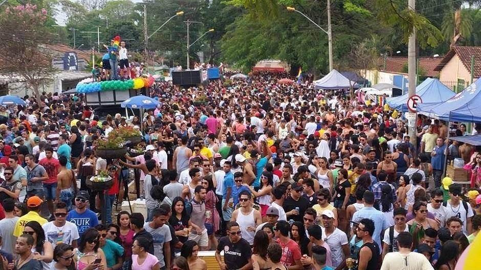 Multidão se aglomera durante a última edição da Parada LGBT + de Goiânia, em 2017 | Foto: Reprodução/ Facebook